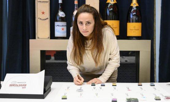 Giulia Venturelli, pastry chef, in rappresentanza di Valentino Cassanelli, assente giustificato, è in viaggio di nozze(il miglior cestino del pane)