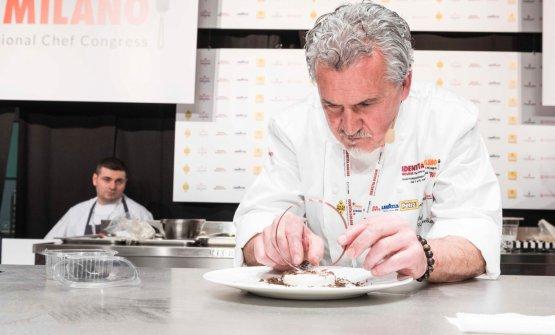 Paco Torreblanca sul palco di Dossier Dessert a Id