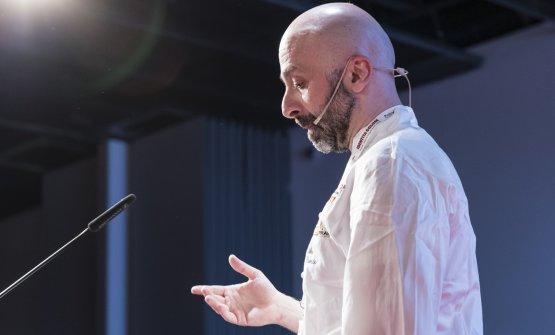 Niko Romito a Identità Milano 2017 (foto Brambilla-Serrani). Lo chef è in lizza per l'assegnazione del secondo secondo Basque Culinary World Prize, il nome del vicnitore sarà reso noto tra poche ore