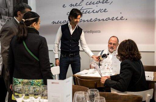 Francesco Zonin con Paolo Marchi nel ristorante Monograno Felicetti