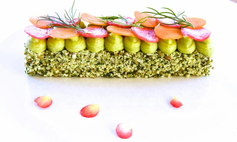 Cous cous di cavolfiore con maionese di avocado,�lo squisito piatto crudista presentato da Daniela Cicioni a Identit� Expo, nell'ambito di Identit� Naturali