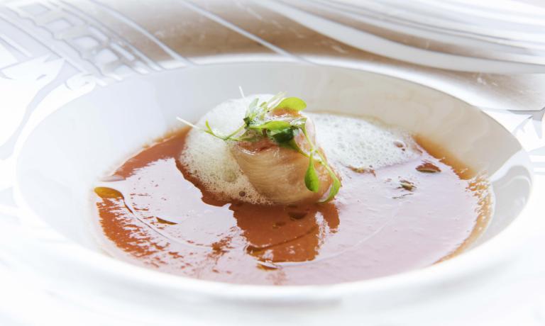 Il gazpacho con pesche e gamberi della coppia Andr