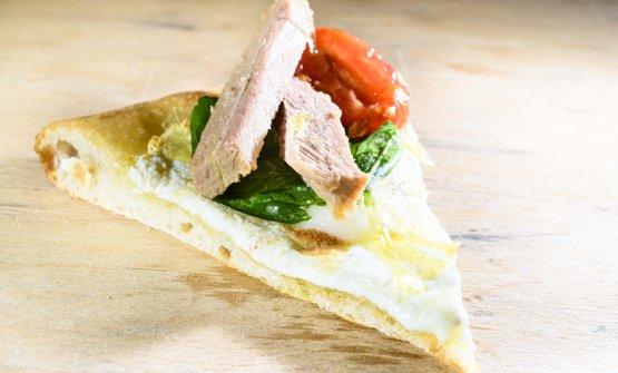 La Pizza al piatto di Petra Antolini.Wine pairing: Famiglia Cotarella Lazio MerlotMontiano2015