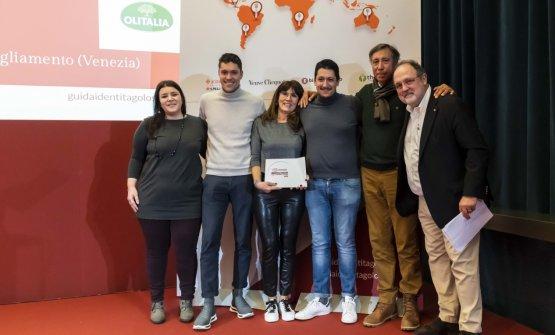 Premio LA GIOVANE FAMIGLIA, offerto daOlitalia - Anna Baccarani, Responsabile Marketing Food Service  ENZO, ROSELLINA, STEFANO E MATTIA MANIAS -AL CJASAL - SAN MICHELE AL TAGLIAMENTO (VENEZIA)