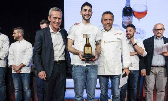 Doppia premiazione per Davide Marzullo, nella foto con Giancarlo Perbellini e, sotto, Andrea Berton