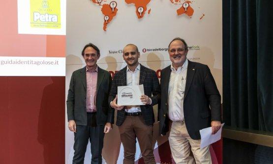 Premio IL MIGLIOR CHEF PIZZAIOLO, offerto daPetra Molino Quaglia -Piero Gabrieli, Direttore Marketing  LUCA PEZZETTA - OSTERIA DI BIRRA DEL BORGO - ROMA
