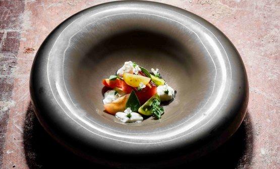 """In anteprima, uno dei nuovi piatti di Eugenio Boer. Dalla suggestione vegetariana """"Think green"""", Anguria, pomodori e burrata"""