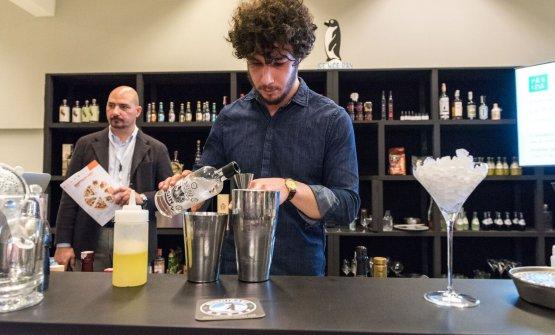 Luca Torretta, a sinistra, ha presentato alcune delle lezioni a Identità Cocktail