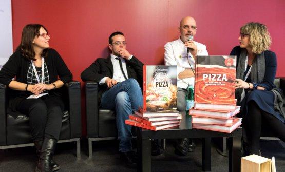 Pizza, viaggio intorno al cibo italiano più conosciuto nel mondo: Franco PepeconNino Puzzi (Pizza una grande tradizione italiana, Slow Food Editore),Luciana SquadrillieTania Mauri(La buona pizza,GiuntiEditore)