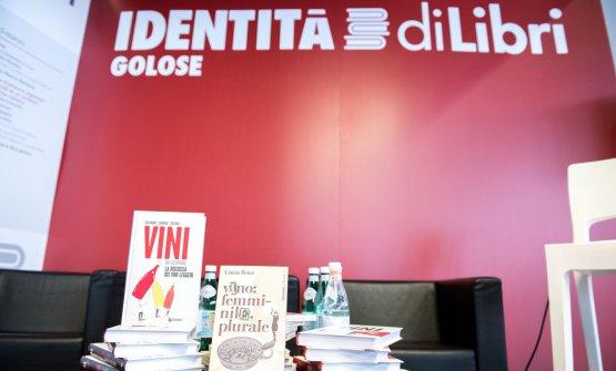 Vino Femminile Plurale di Cinzia Benzi (Giunti Editore) e Vini da Scoprire diGiampaolo Gravina (Giunti Editore)