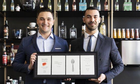 Mattia Pastori(a sinistra) conAndrea Maugeri, che era con Pastori sul palco.«I cocktail che ho presentato sono stati ideati per Emporio Armani Caffè e lui è il bar manager che collabora con me»