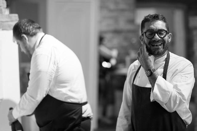 Dopo la lunga e fortunata esperienza delle Case a Macerata (una stella Michelin), Michele Biagiola, classe 1973,ha apertoSignore te ne ringrazia Montecosaro, nella stessa provincia. Il ristorante, battezzato con il rituale beneaugurante che pronunciavano a tavola i nonni, scommette molto sui prodotti dell'orto e i lievitati. Telefono +39.0733.222273(foto del servizio di Leonardo Rinaldesi)
