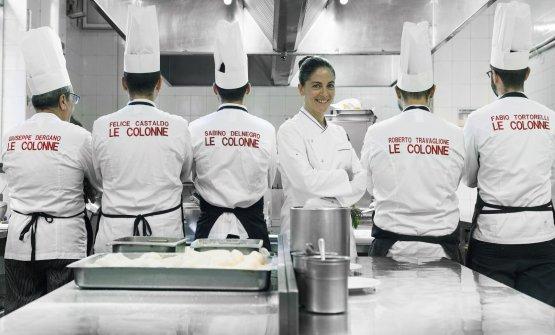 La chef Rosanna Marziale con la sua brigata