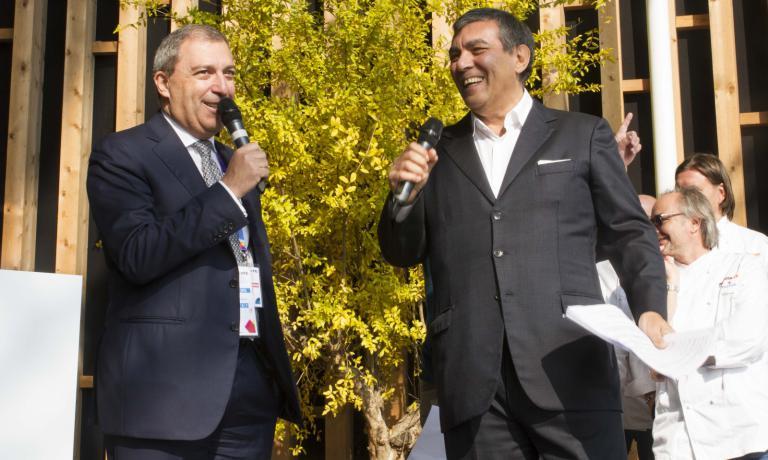 Claudio Ceroni con Piero Galli, Direttore Generale di Expo Milano 2015, durante la presentazione della Guida di Identità Golose 2016