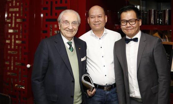Zhang padre e figlio qualche tempo fa con un ospite d'eccezione, Gualtiero Marchesi