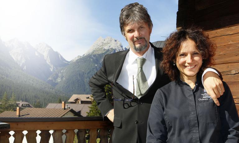 Fabrizia Meroi con il suo compagno nella vita e nel lavoro, Roberto Brovedani, sommelier e maitre del Laite