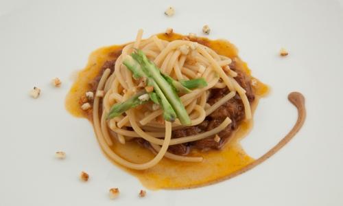 Spaghettoni with Grano Matt, oxtail, wild hop and