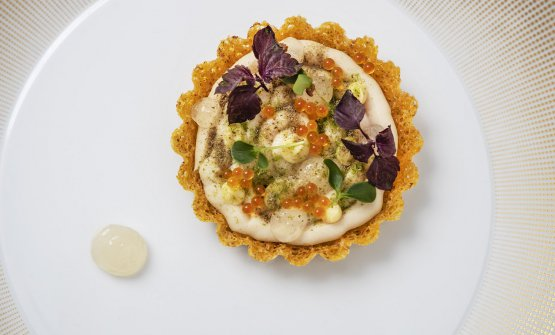 Tartelletta di polenta, carpione mantecato e gel di aceto affumicato e caviale di Giuliana Germiniasi