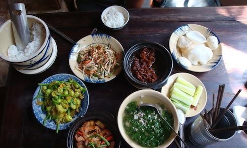 Una tipica combinazione di piatti da Cuc Gach Quà