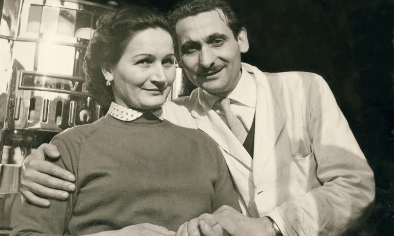 Un giovane Giacomo Bulleri con la moglie Miranda: «Dedico ilpremio a lei: mi è sempre stata accanto e mi ha seguito a Milano, diventandola carica della quale avevo bisognoper realizzarmi»