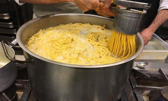 Food for Soul augura buone feste con la ricetta dei passatelli di nonna Ancella, una delle figure piùimportanti nella crescita di un certo Massimo Bottura