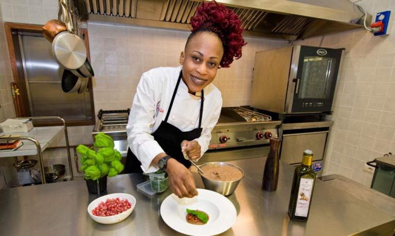 Victoire Gouloubi  ha iniziato a cucinare in famiglia, quando era ancora in Congo, ma sono gli studi e le esperienze fatte in Italia ad averla trasformata in una chef. Ha aperto il suo ristorante all'inizio del�2014: come lei si chiama Victoire, e si trova a Milano in via Accademia 56, telefono +39.02.2615430