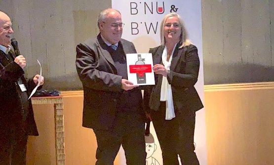 Raffaele Fogliaemozionato e premiato a Nuoro con il B'Nu d'Oro