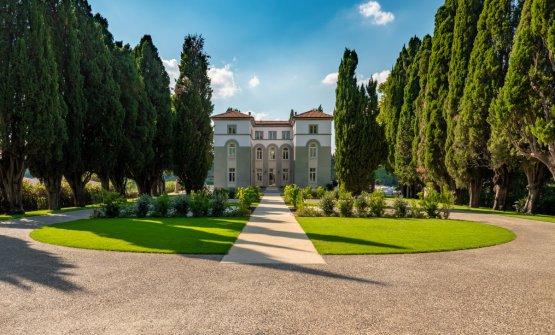 L'ingresso alla villa, da fine giugno 2020 ape