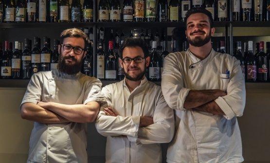 Gli chef Andrea Tirelli e Federico Sordo e il sous chef Gabriel Urgese