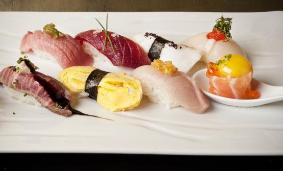 Il Nigiri sushi mix di Roberto Okabe: ora sarà possibile gustarlo anche al suo nuovo Finger's romano (foto Francesco Mion)