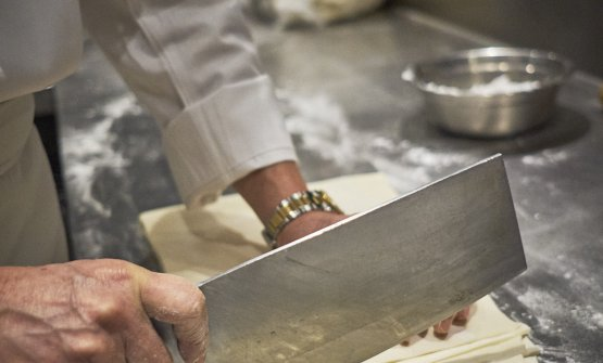 Lo chef durante la preparazione dei Lamian(ph©danielemari)