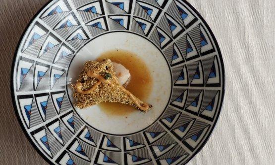 Finferlo fritto in farina di mais, pesto di totani e brodo di totani, con burro d'arachidi, acqua di cottura dei funghi e nepitella