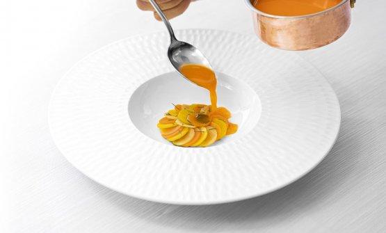 Tris di carote, gialla, arancione e viola, con panna acida, finocchietto selvatico, estratto di carote e aceto di mele
