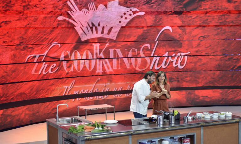 """Ugo Alciati e Lisa Casali durante la """"prima"""" di The CooKing Show(foto Brambilla / Serrani)"""