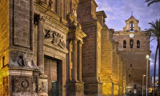 La facciata della cattedrale di Almeria