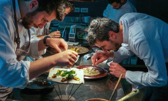 ALPASS. A destra, Filippo Baroni, chef diMater