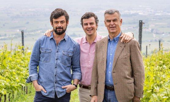 Riccardo Pasqua, a sinistra, con il fratello Alessandro al centro e papà Umberto a destra
