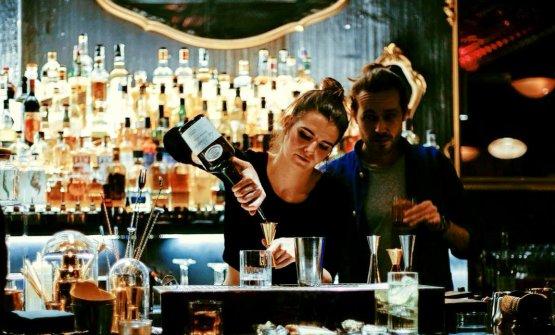 I bartender francesi Juliette Larrouy e Giovanni Allario de Le Syndicat Cocktail Club di Parigi ospiti per una sera delle Officine Riunite Milanesi