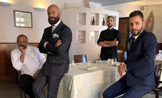 Lo staff del ristorante Al Cambio di Bologna: da s
