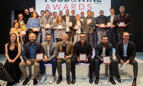 Foto di gruppo della prima edizione dei Food & Wine Italia Awards, tenutasi ieri sera alla Cariplo Factory di Milano (le foto sono di Modestino Tozzi)