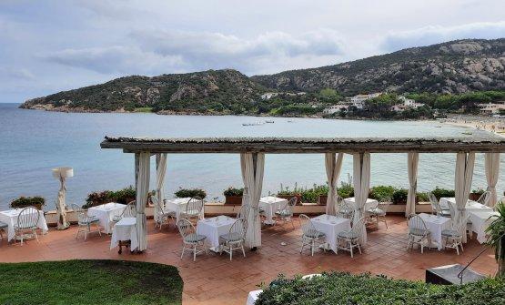 La terrazza panoramica diSomualClub Hoteld