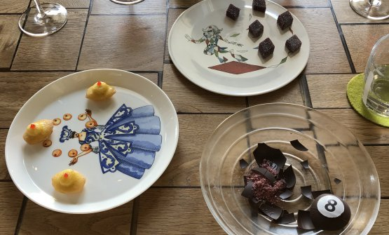 La piccola pasticceria con l'ormai celebre palla da biliardo di cioccolato e ibisco