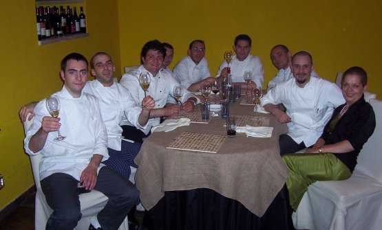 Bellingeri (primo da sinistra), Crippa e la cenadi Natale