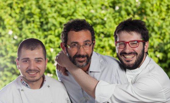 Il trio che ha rinnovato la proposta dell'Antica Osteria della peppina: al centro il patronGiuseppe Arbusti, a destra lo chefJacopo Malpelie a sinistraAndrea Forti, che cura la cantina (foto Fotoprogetto)