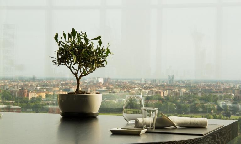 La bellissima vista da uno dei tavoli dell'Unico. In questa selezione troverete otto possibilità per poter osservare Milano dall'alto seduti al tavolo di un ottimo ristorante