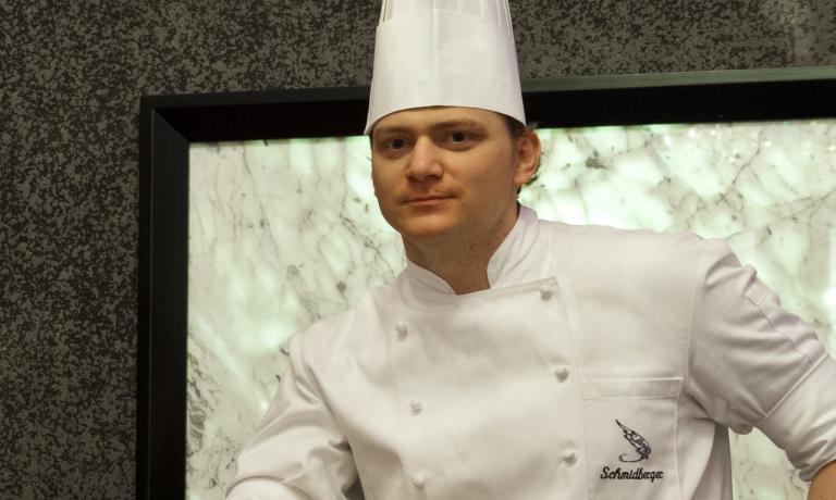 Lo chefMatthias Schmidberger del ristoranteCà d'Oro dell'hotel Kempinski Grand Hotel des Bains di St.Moritz