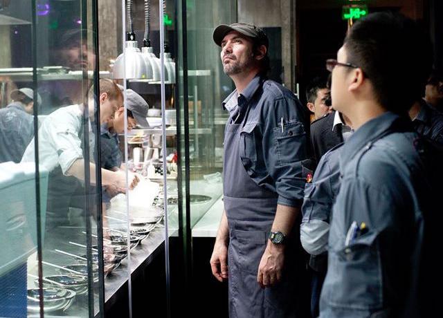 Il francesePaul Pairet è lo chef dell'Ultraviolet di Shanghai: amato dai colleghi, propone un format originalissimo che coniuga cibo, immagini, suoni, emozioni. Non per tutti, ma... Ce ne parlaAlessandra Gesuelli