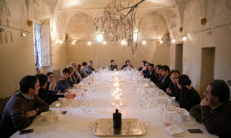 Un'immagine della tavola di uno dei passati appuntamenti diPostrivoro