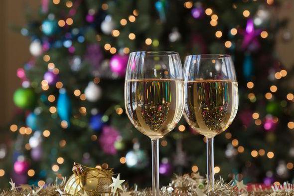 Seconda puntata del viaggio d'Identità Golose attraverso i vini per l'abbinamento con i piatti delle feste, grazie ai consigli del Miglior Sommelier d'Italia, Andrea Galanti, eletto poco più di un mese fa, come abbiamo raccontato qui. Ora è la volta, dopo le bollicine, di passare in rassegna i vini bianchi