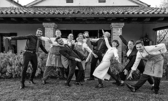Team Venissa 2019, con la cuoca si riconosconoGabriele Iacobucci (primo a sinistra, sommelier), Redha Marzo (maitre, terzo da sinistra) eFrancesca Negusanti (in sala, seconda da destra). Foto Maurizio Rossi